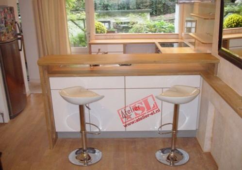 Bar In Keuken : Keuken hoogglans hpl en eikenhout bar